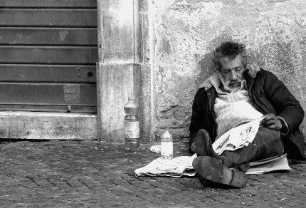 Povero-per-strada_